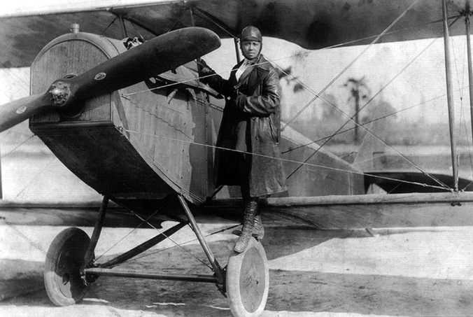 bessie_coleman_and_her_plane_1922